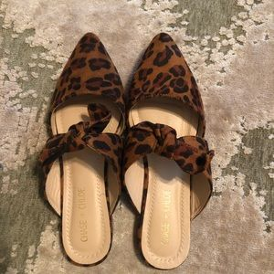 Chase & Chloe Knotted Flat Mule Leopard Print